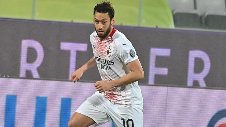 Milana galibiyeti getiren Hakan Çalhanoğlu, İtalyada manşetlerde!