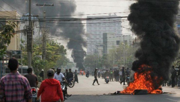 Myanmar'da kanlı gün! 100 gösterici hayatını kaybetti.