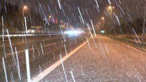 Peş Peşe Gelen Uyarıların Ardından Ankara Ve İstanbul'da Beklenen Kar Yağışı Başladı