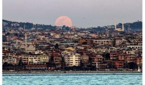 Yurtta Süper Solucan Ay Manzarası