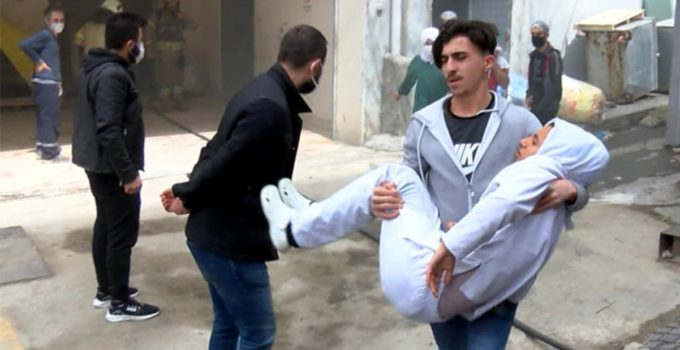 3 katlı iş yerinde patlama! Yaralı arkadaşını kucağında taşıdı