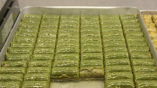 Bursalı tatlıcılardan Ramazan öncesi indirim kararı: Fıstıklı baklavalarda fiyatlar yarıya indi